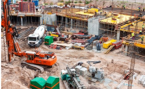 What is the process to examine a comprehensive labor rate in the construction industry?